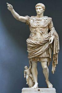 Augustus fra Prima Porta, statue i Chiaramonti-museet, Roma. (Wikipedia)