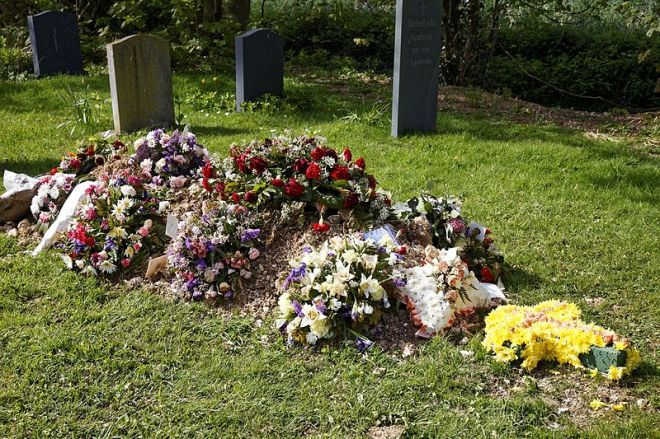 Church_of_St_Mary_Magdalen_Laver_Essex_England_-_new_grave_with_floral_tributes